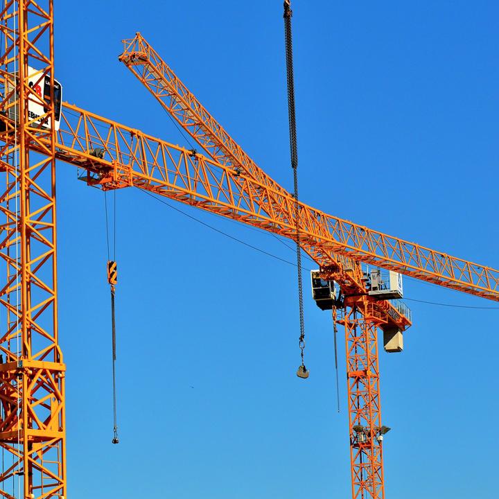 オリンピック需要で引っ張りだこの建設業